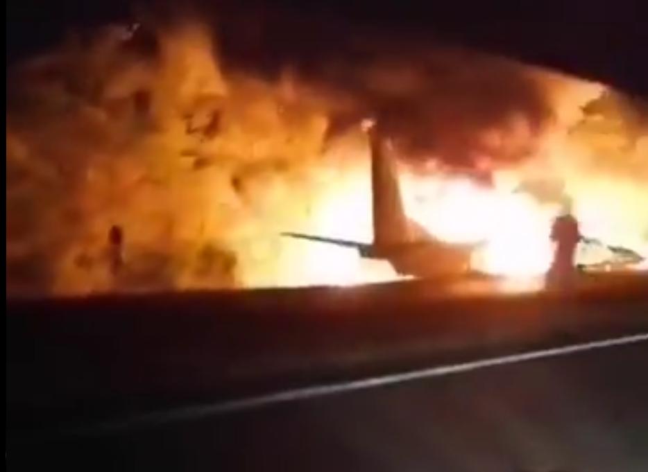 Воен авион се урна во Украина, 25 загинати