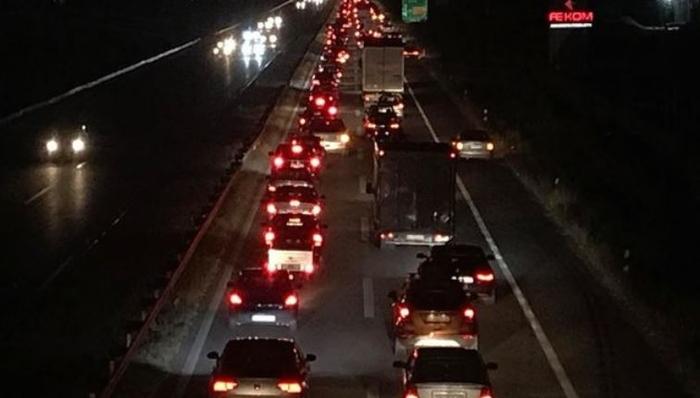 Ненајавена блокада на автопатот Тетово-Скопје поради поскапувањето на струјата