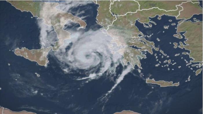 Вонредна состојба во Грција, се очекува удар на моќен циклон