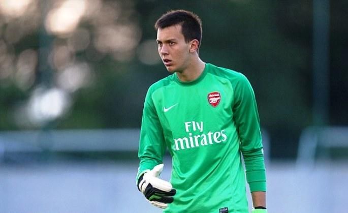 На чекор до сонот: Дени Илиев ќе биде на клупата на Арсенал за мечот против Фулам