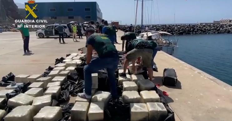 """Разбиен """"Балканскиот картел"""": Во координарана меѓународна полициска акција запленет еден тон кокаин"""