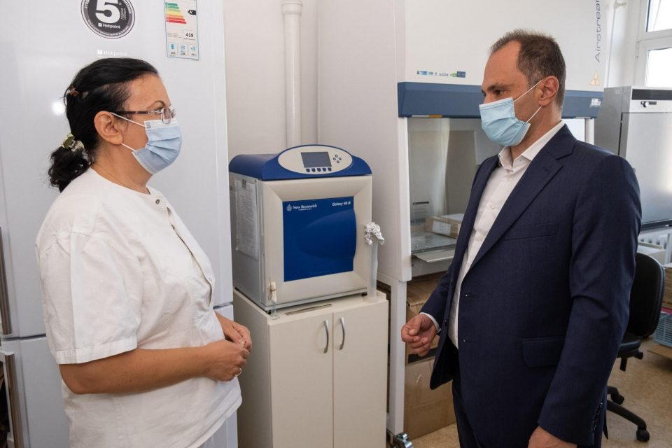 Лабораторијата за вирусологија при ИЈЗ меѓународно оценета со максимален успех