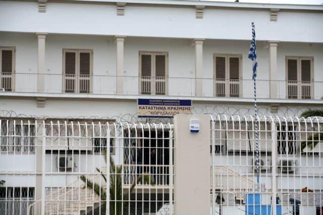 Двајца Руси во Грција добија по 300 години затвор за наводно шверцување мигранти на јахта