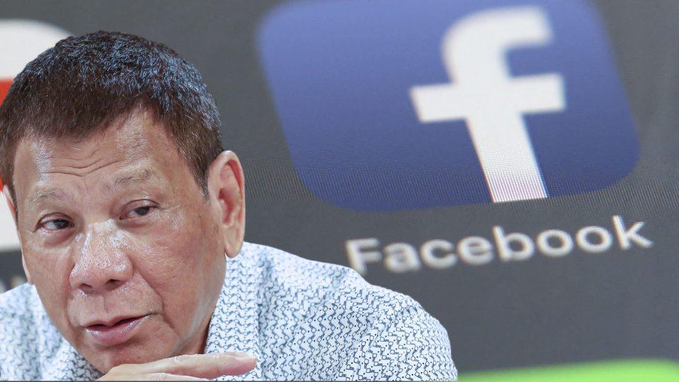 Дутерте удри по Фејсбук откако компанијата отстрани профили поврзани со војската