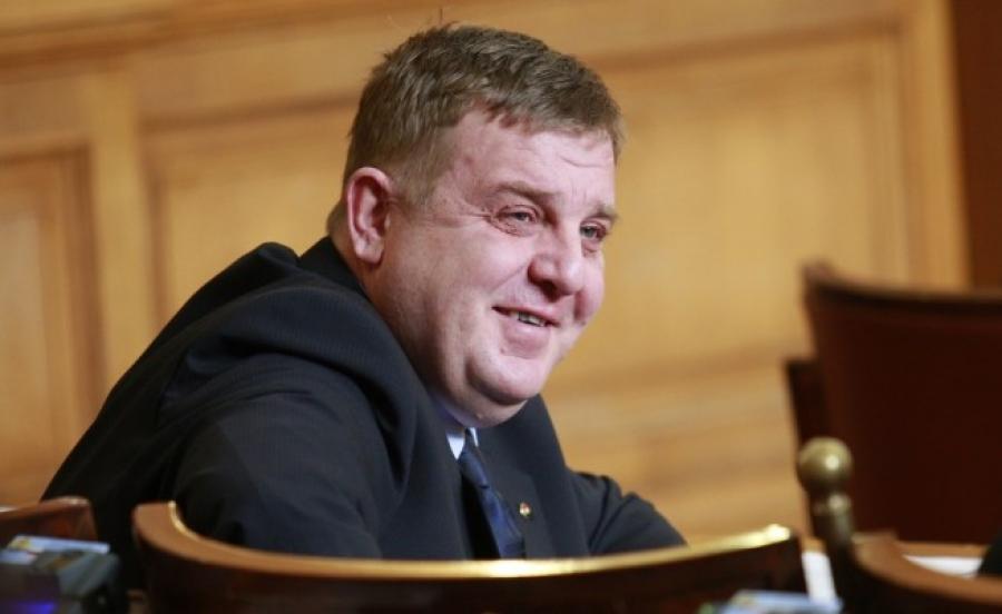 """Владата засега нема да испрати протесна нота за изјавата на Каракачанов дека """"ќе испрати полк да ги уништи спомениците"""""""