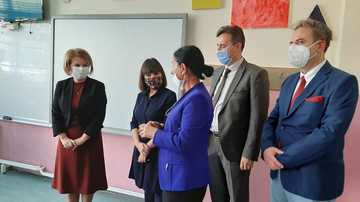 Царовска: Семејствата со повеќе деца настава ќе следат и на МТВ