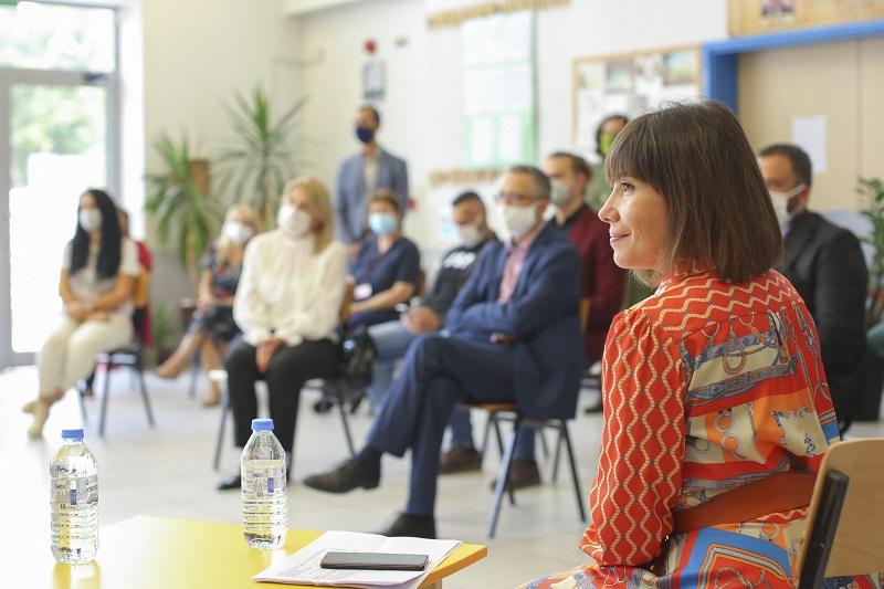 МОН почна да ги дели лозинките за учениците за националната платформа