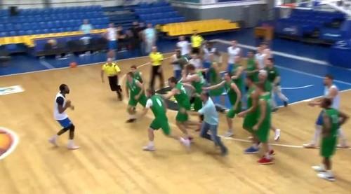 Украински кошаркари се испотепаа меѓу себе и тоа на – пријателски меч