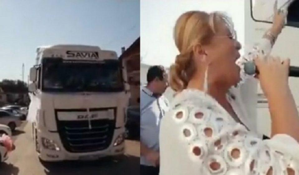 Пејачката влета на свадба со шлепер, па направи хаос