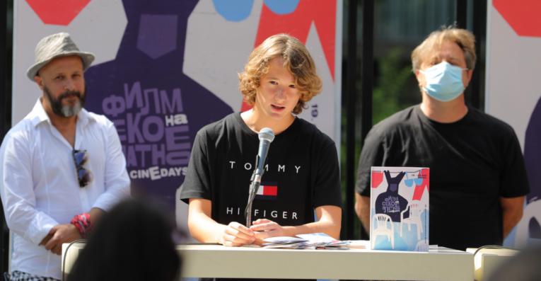 """14-годишниот Петар Маниќ ја толкува главната улога во """"Стела"""": Има булинг меѓу децата и јас бев жртва"""
