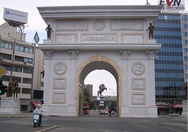 Заев по најавата за уривање: Порта Македонија не го попречува ниту пешачкиот ниту моторниот сообраќај