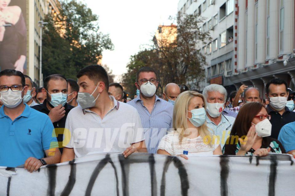 Мицкоски: Илјадници луѓе се на улица, а власта води погрешни економски политики