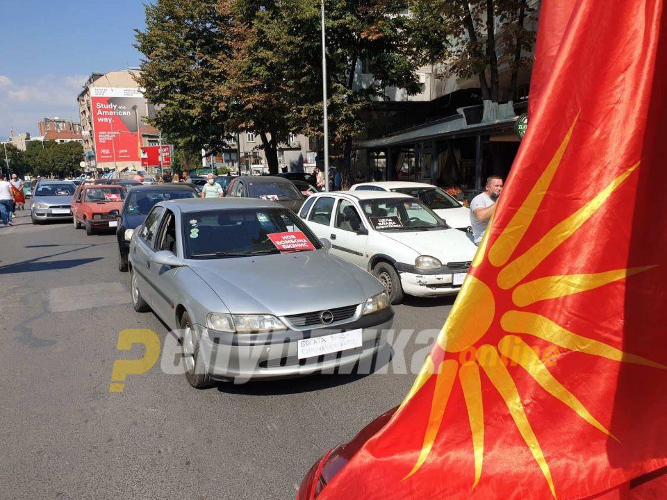 Дескоски: Знамето со Сонцето од Вергина не е македонско, треба да се ослободиме од овој грчки симбол