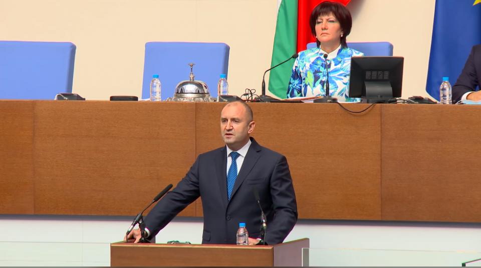 Порака на Радев: Нема друг излез од блокадата на државата освен оставка на Владата