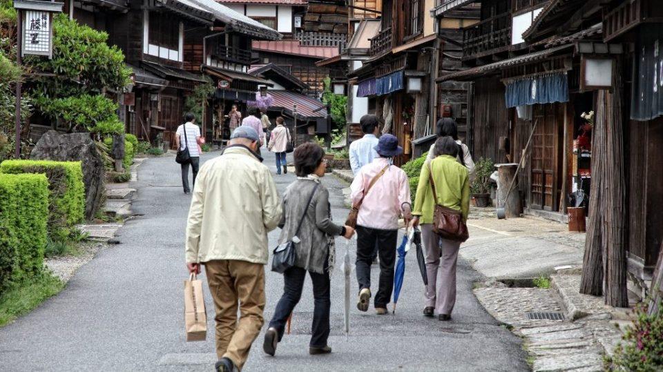 Короната ги вразуми: Јапонците отсега ќе работат само четири дена неделно