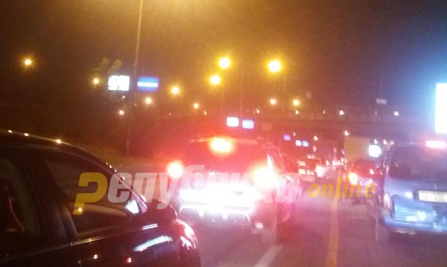 Километарски колони: Скопјани со часови не можат да си дојдат дома