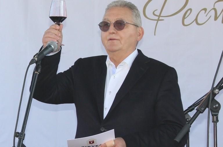 Димовски: Јаневски од Тиквеш бил советник на техничкиот премиер, a на лозарите им нуди понижувачки цени за грозјето