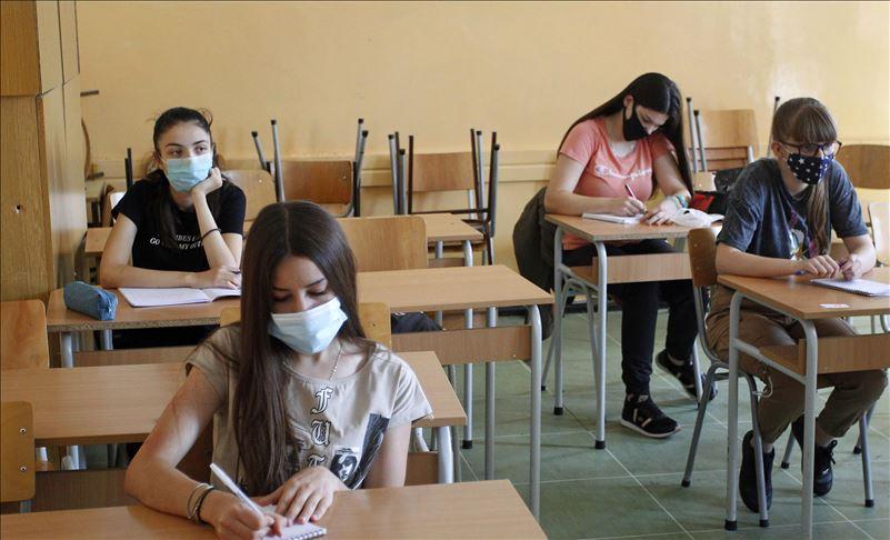 За две недели настава во Србија, заразени 52 ученици и 20 вработени