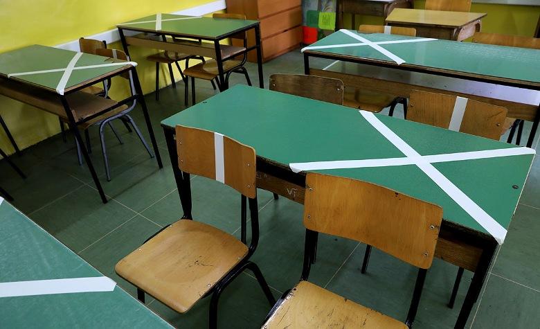 Уште тројца наставници и 13 ученици во изолација поради првоодделенец со коронавирус во Кавадарци