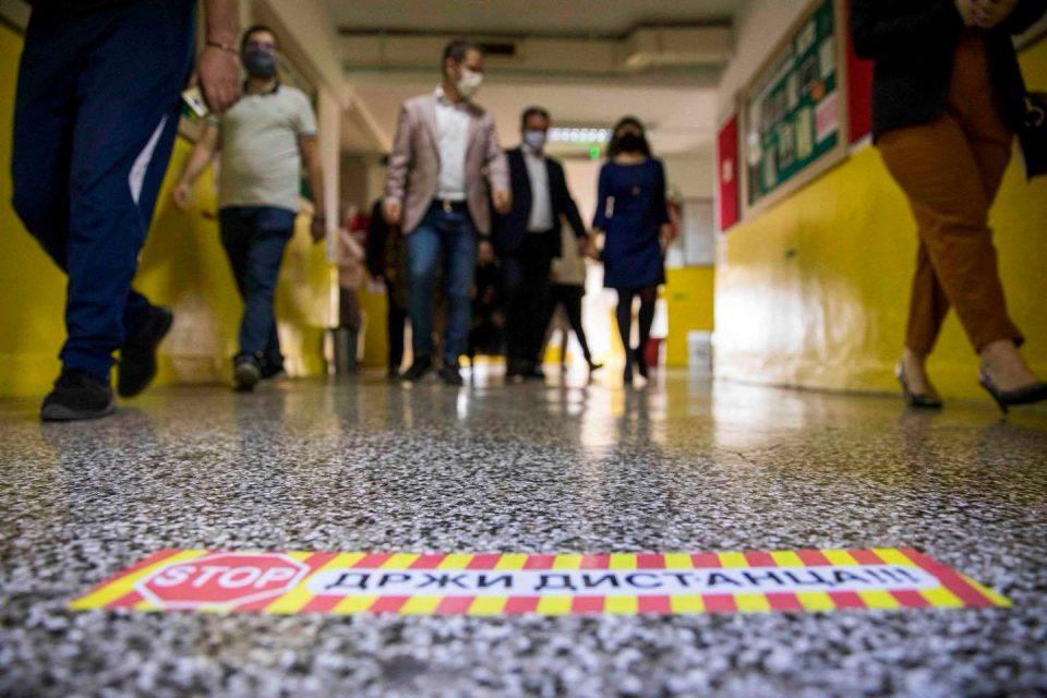 40 ученици и 52 наставници се заразиле со ковид-19, сите посетувале настава со физичко присуство