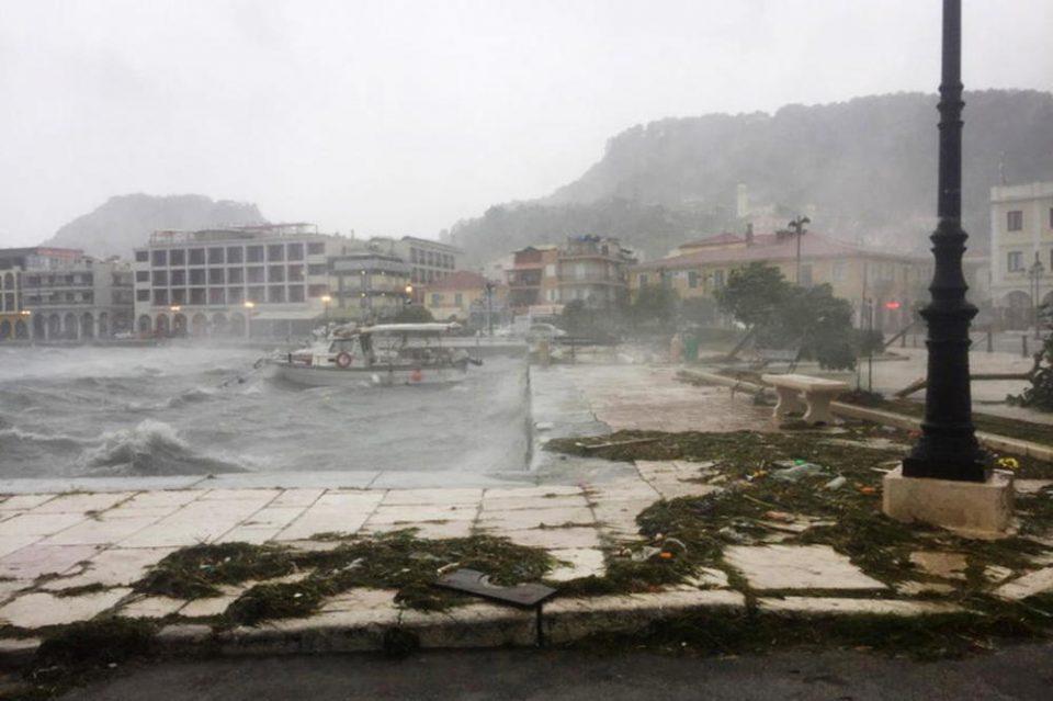 Природата подиве: Ураган ја погоди Грција и однесе два живота