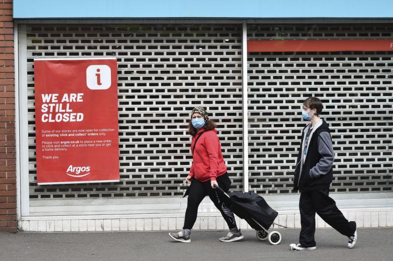 Велика Британија силно погодена од ковид-кризата: Се зголемува бројот на невработени