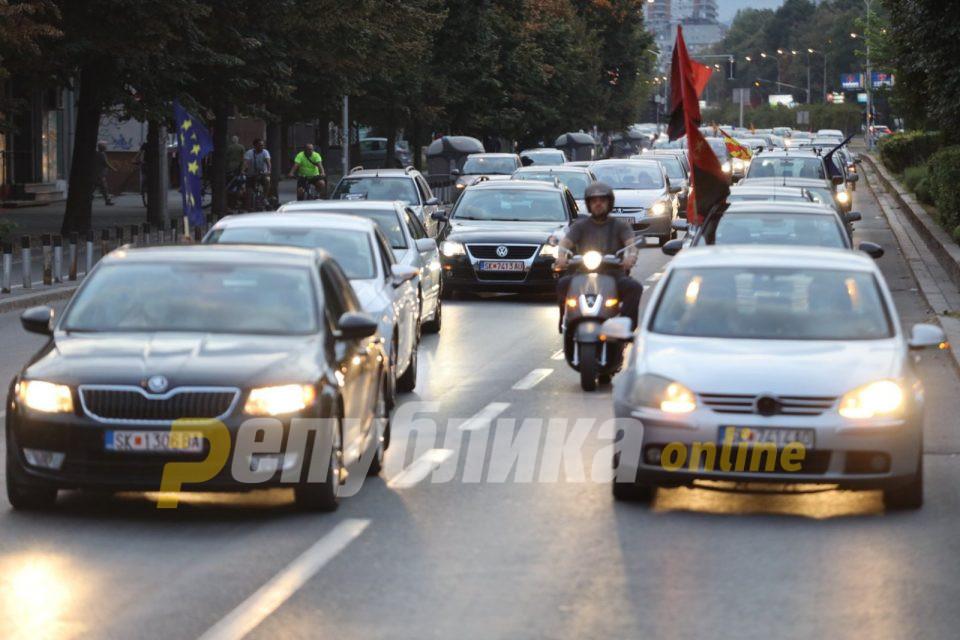 Богата влада, сиромашен народ. Оставка! побара лидерот на ВМРО ДПМНЕ Мицкоски по вчерашниот масовен протест