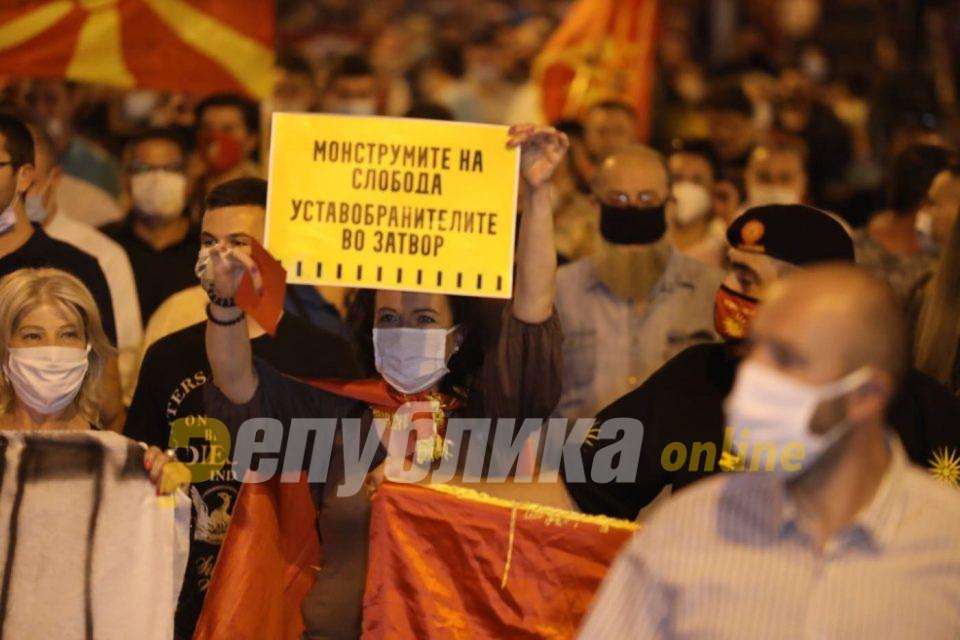 """""""Оставка"""" и """"Мафија на робија"""": ВМРО-ДПМНЕ протестира против неправди и реваншизам (ГАЛЕРИЈА)"""