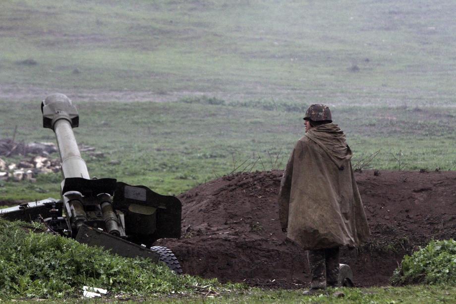 Азербејџан тврди дека ерменските сили убиле петчлено семејство
