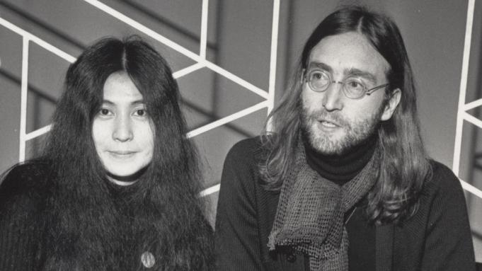 Убиецот на Џон Ленон по 40 години ѝ се извини на Јоко Оно