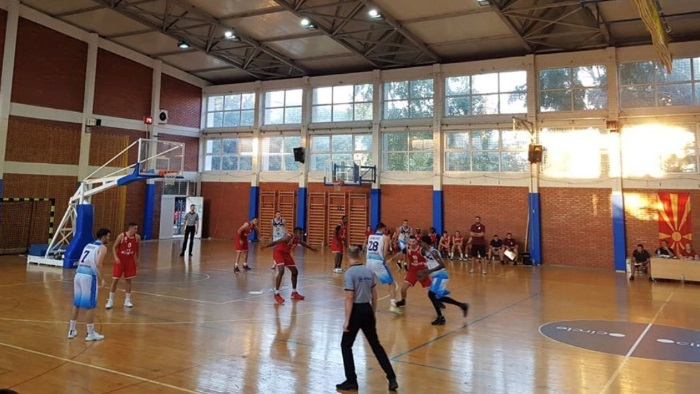 По повеќе од три месеци тренирање, конечно официјален кошаркарски натпревар во Македонија