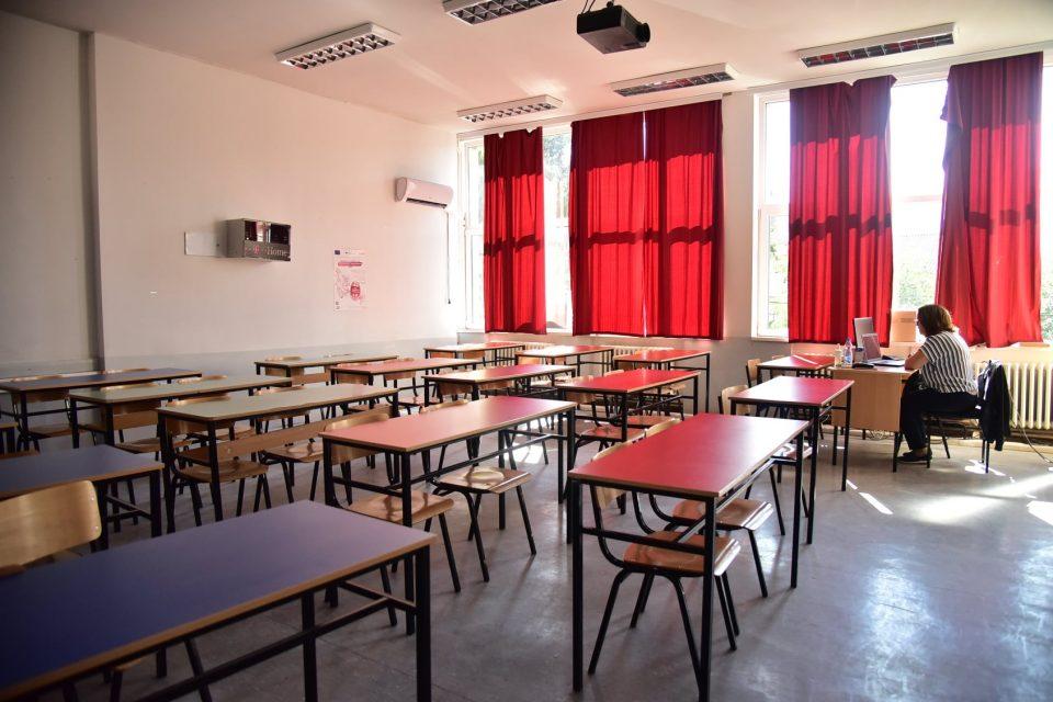 Наставниците од дома да ја спроведуваат онлјан наставата, препорачува кумановскиот кризен штаб