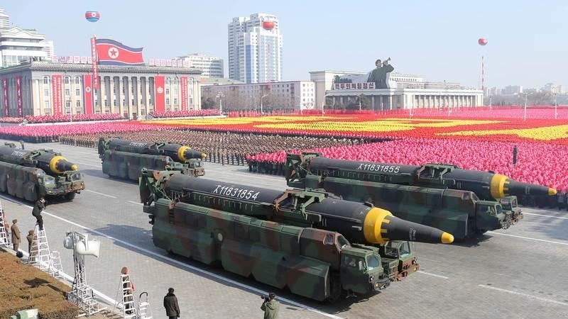 Северна Кореја на воената парада претстави нова интерконтинентална балистичка ракета