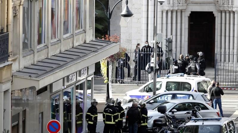"""Тројца мртви во Ница, градоначалникот го обвини """"исламскиот фашизам"""""""