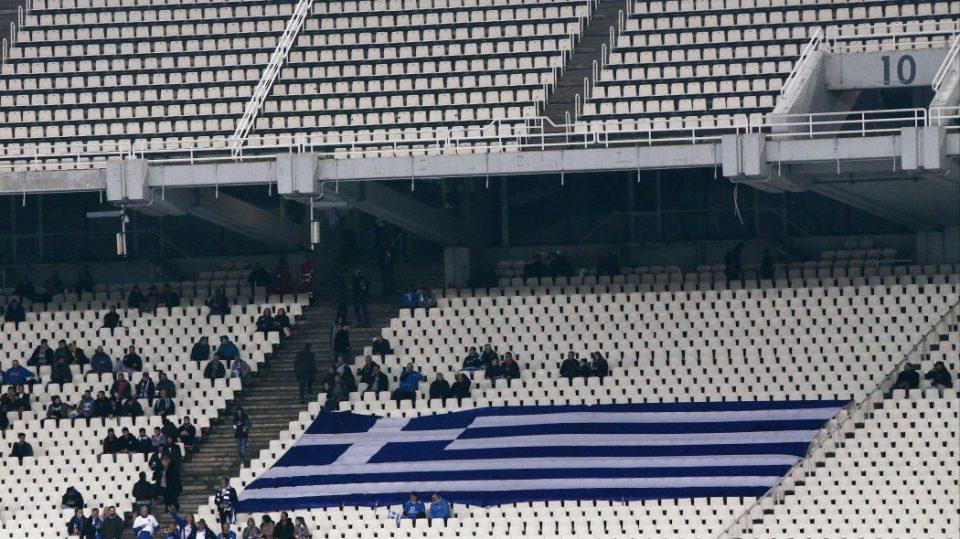 Грчката Влада се пишмани: Го стопираше враќањето на навивачите на трибини