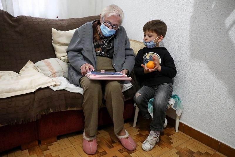 99-годишната Мартин се враќа на компјутерските игри откако ја преживеа короната