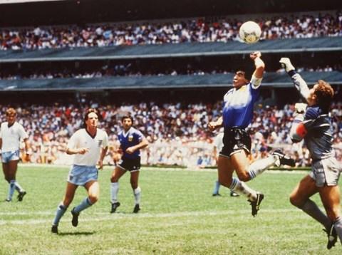 """Марадона за """"божјата рака"""": Сон ми е да и дадам гол на Англија и со другата рака"""