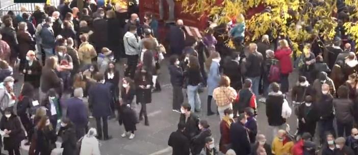 Сакаме слобода: Парижаните протестираат против полицискиот час