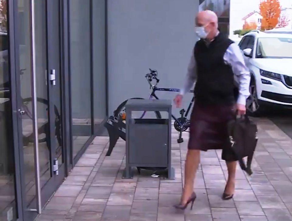 Женет татко на три деца оди на работа во сукња и штикли: Облеката не треба да има полова ориентација