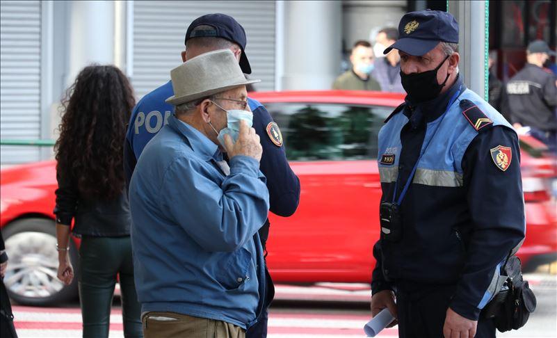 Заострување на рестирктивните мерки во Албанија, полицискиот час ќе почнува во 18 часот