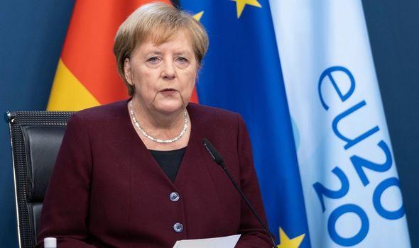 Меркел со апел до Германците: Држете дистанца, откажете ги патувањата и прославите, седете дома