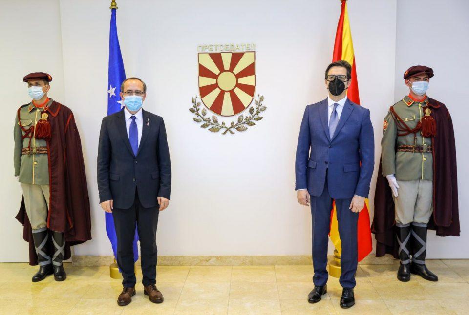Пандемијата не смее да биде пречка за соработката меѓу Македонија и Косово, порача Пендаровски
