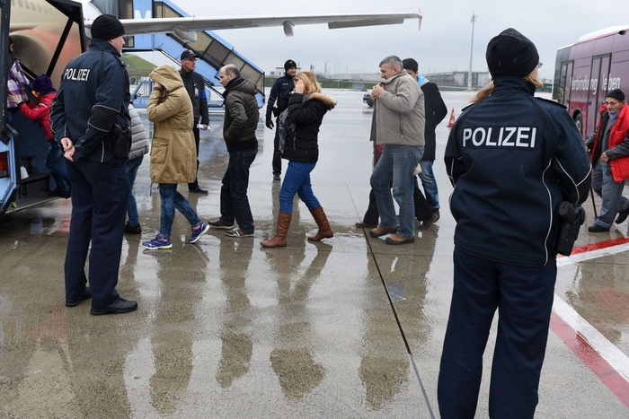 Не ги исполнувале условите за азил: Депортирани 20 македонски државјани од Германија