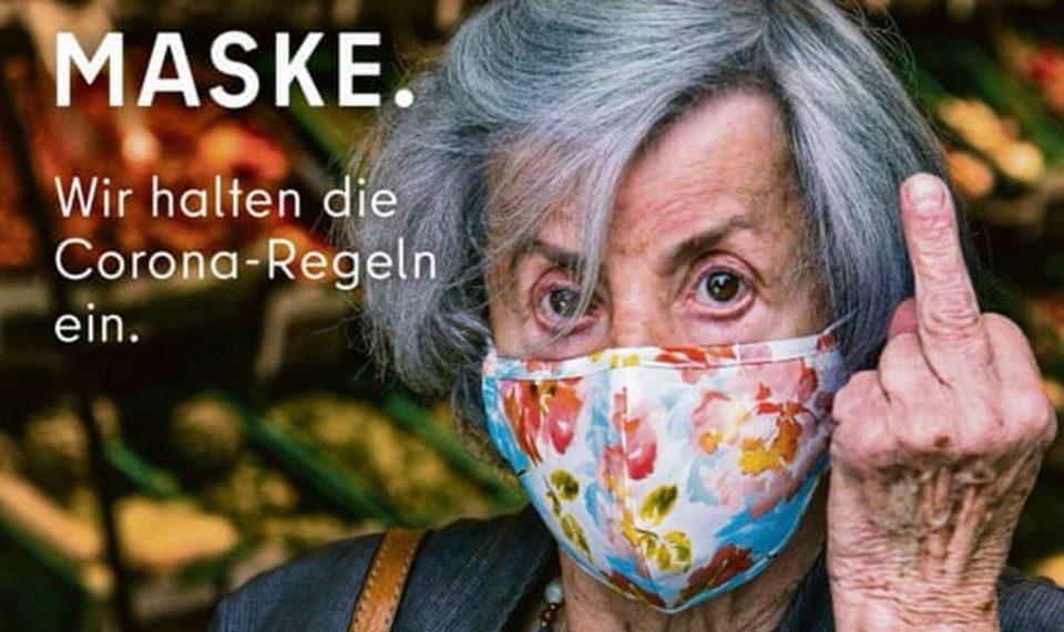 Берлин им покажува среден прст на туристите што одбиваат да носат маска