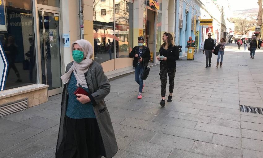 БиХ воведе полициски час и забрана за групирање