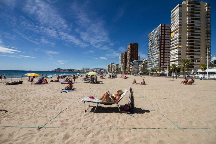 Бројот на туристи во Шпанија падна за три четвртини