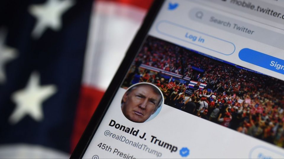 """""""Твитер"""" му цензурираше објава на Трамп поради потенцијално ширење на погрешни информации"""