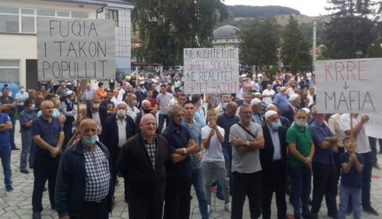 """""""Доста е"""" го блокира автопатот Тетово-Гостивар поради зголемената цена на струјата"""
