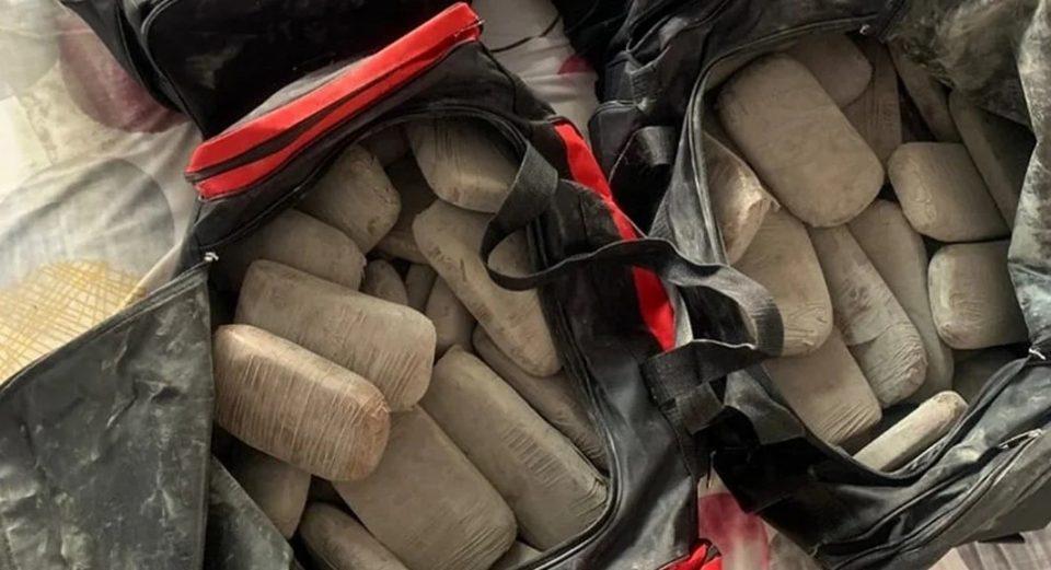 Повеќе од 100 килограми хероин пронајдени во стан во Атина