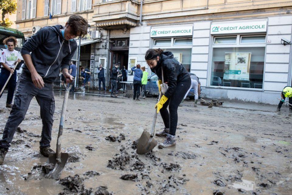 Невреме и поплави блокираа цели населени места во Италија
